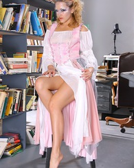 Curvy blond ghost Alexis Texas posing inside the library