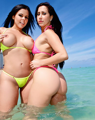 If you're a pornstar of world level it is difficult that you may have many days of rest, so imagine if they are two pornstars on the beach. That&