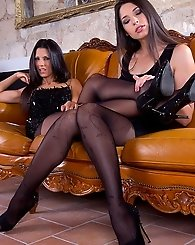 Leg Queens Zafira and Alexa rock it